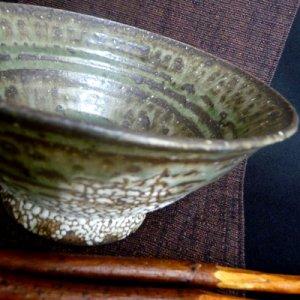 画像1: かいらぎ灰釉反り飯茶碗